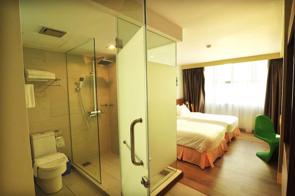 Deluxe Twin Room - Bathroom Shower