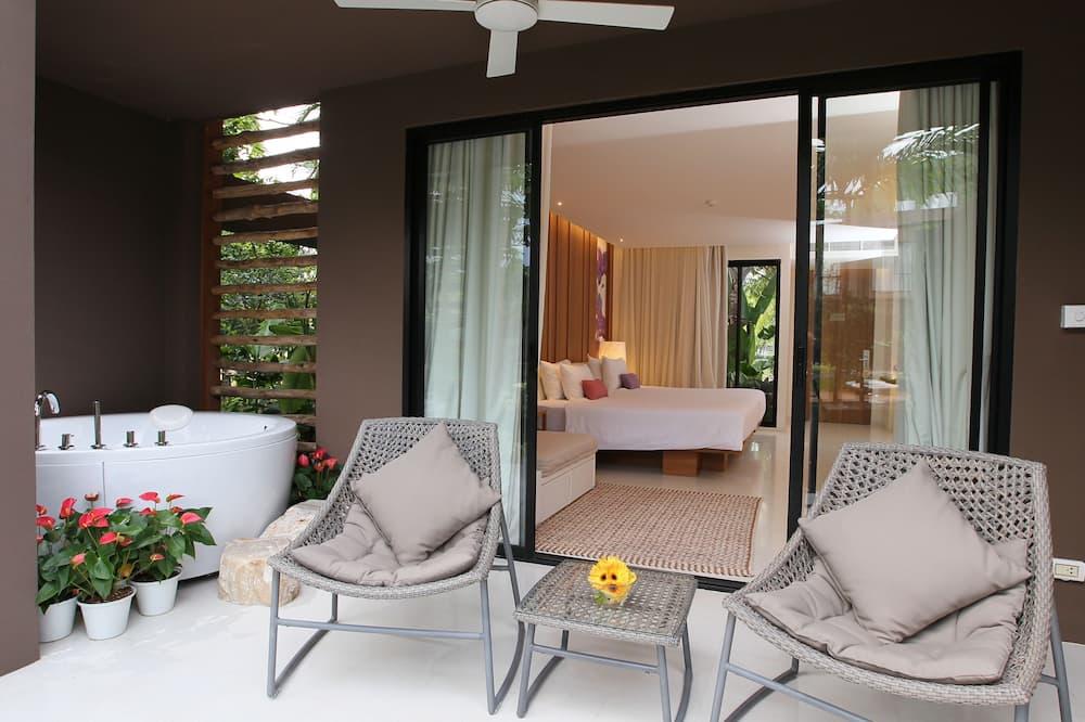 Jacuzzi Pool Access  - Terrace/Patio