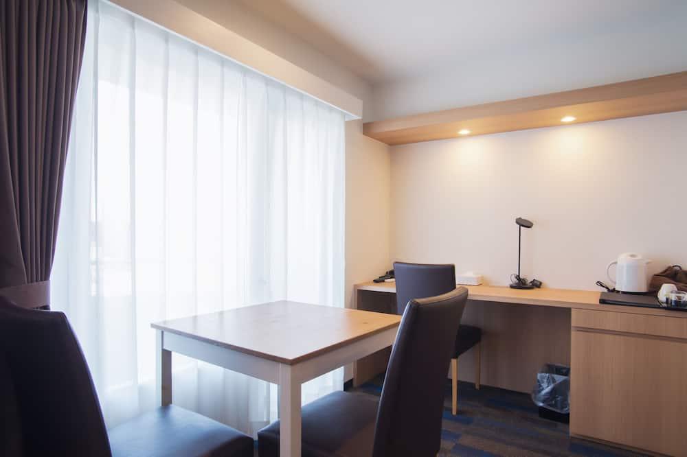 Pokoj se dvěma jednolůžky, bezbariérový přístup, nekuřácký ( Eco Plan - No Linen Services) - Obývací prostor