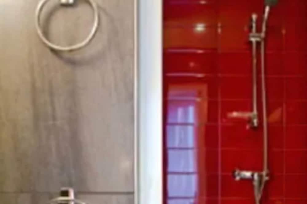 Phòng đôi - Bồn tắm vòi sen trong phòng tắm