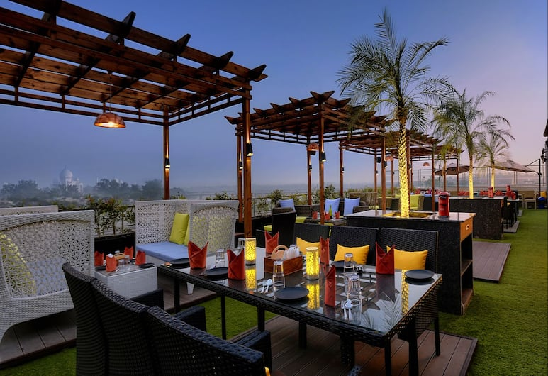 Hotel Alleviate, Agra, Terasa/trijem