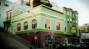Choose This Cheap Hotel in San Francisco
