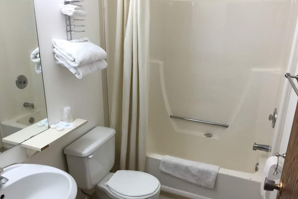 Стандартний номер, 2 двоспальних ліжка, для курців - Ванна кімната
