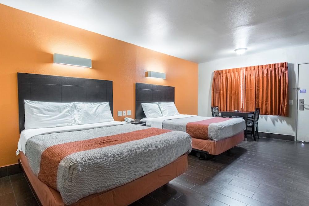 חדר דה-לוקס, 2 מיטות קווין, למעשנים, מקרר ומיקרוגל - חדר אורחים