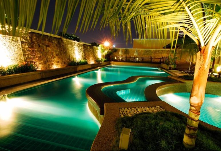 曲線皇家朱蘭酒店, 八打靈再也, 室外泳池