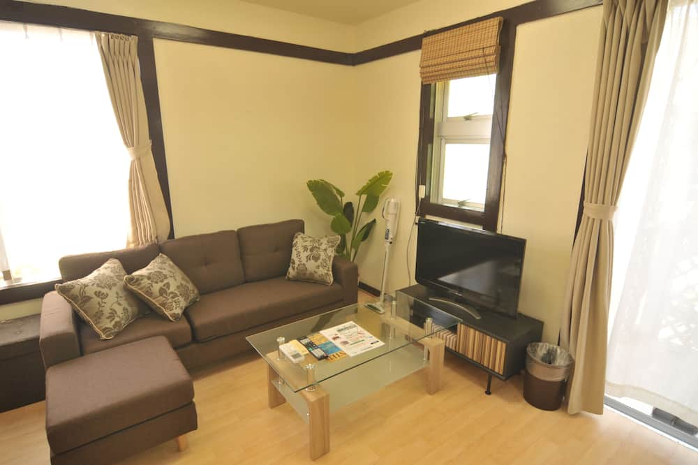Izba (Bougainvillea (1st Floor) ) - Obývačka