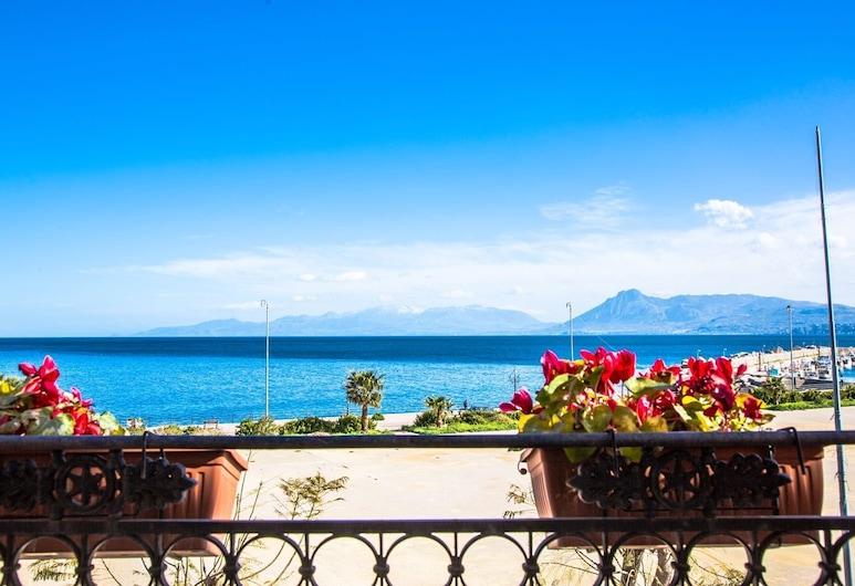 Donna Concetta, Santa Flavia, Vista dall'hotel