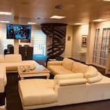 Ateliérové apartmá typu Deluxe, 4 ložnice, balkon, výhled na řeku - Obývací prostor