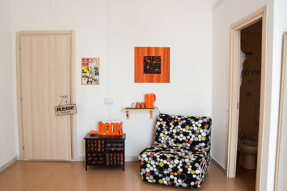Traditional Double Room, 1 Bedroom, City View - Living Area