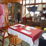 Cottage - Tempat Makan Di Kamar