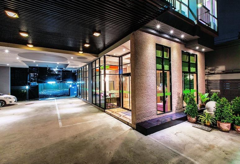 D Day Suite Ladprao, Bangkok, Vchod do hotela