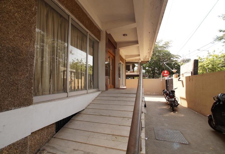 Lloyds Guest House - US Consulate, Chennai, Balkon
