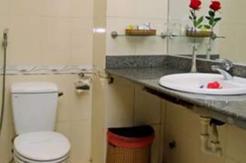 Standard Twin Room, Partial Sea View - Bathroom