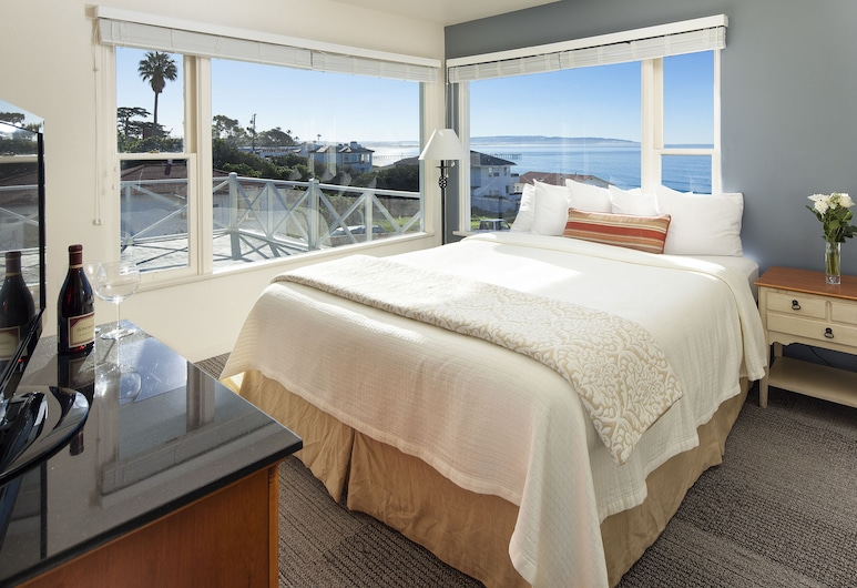 The Tides Oceanview Inn and Cottages, Pismo Beach, Room, 1 King Bed, Living Area