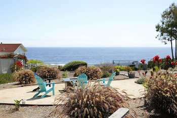 תמונה של The Tides Oceanview Inn and Cottages בPismo Beach