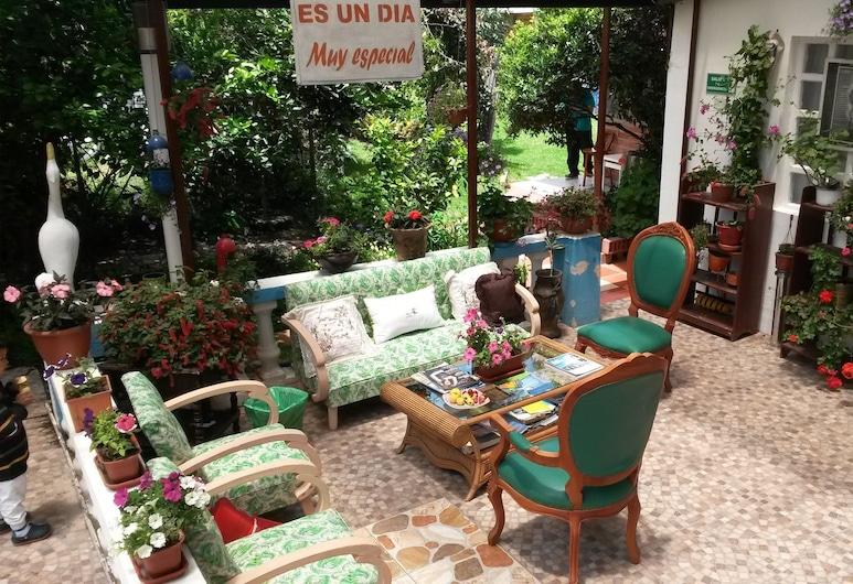 Hostal El Parque, Tababela, Lobby Sitting Area
