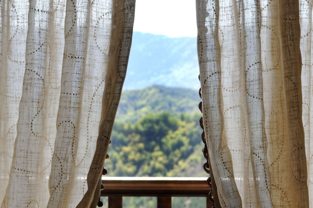 Suite, Fireplace, Mountain View - Balcony