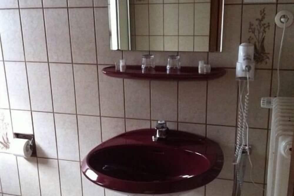 Pokoj se dvěma jednolůžky, soukromá koupelna - Koupelna