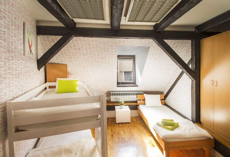 Hostel Centar, Zagreb, Dreibettzimmer, Zimmer