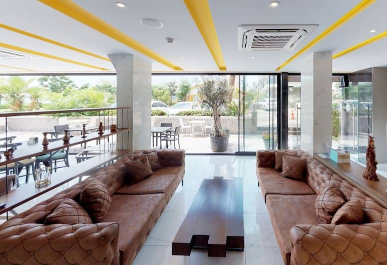 Nebilux Hotel, Antalya, Sitzecke in der Lobby