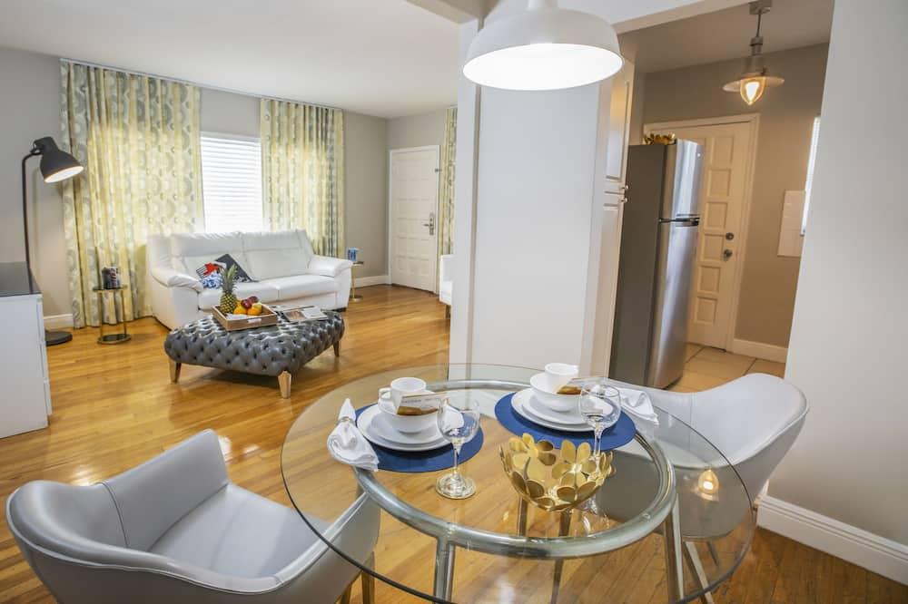 1 Queen Bed or 2 Queen Beds - Living Area