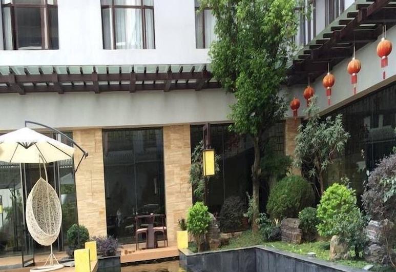 Dongfang Xuanyi Holiday Hotel, באושאן, בריכה