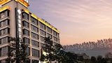 Book this Free Breakfast Hotel in Leshan