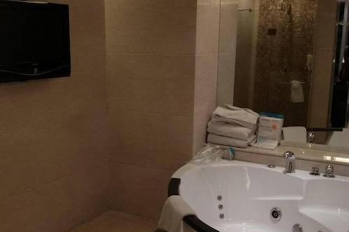 โรงแรมลี่จิงพลาซ่า/