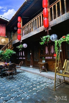 Φωτογραφία του Sing inn Lijiang Flowers Butterflies, Λιτζιάνγκ