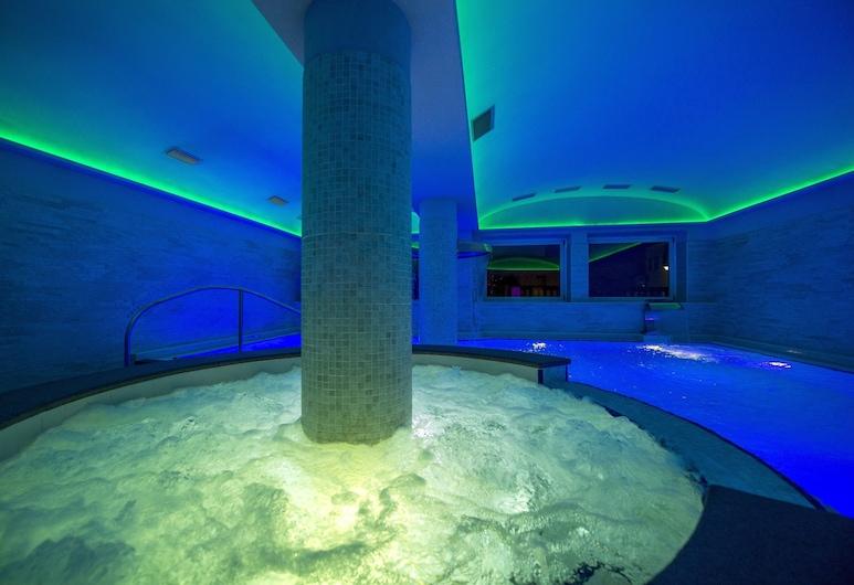 Albergo Alla Rosa, Canazei, Indoor Spa Tub