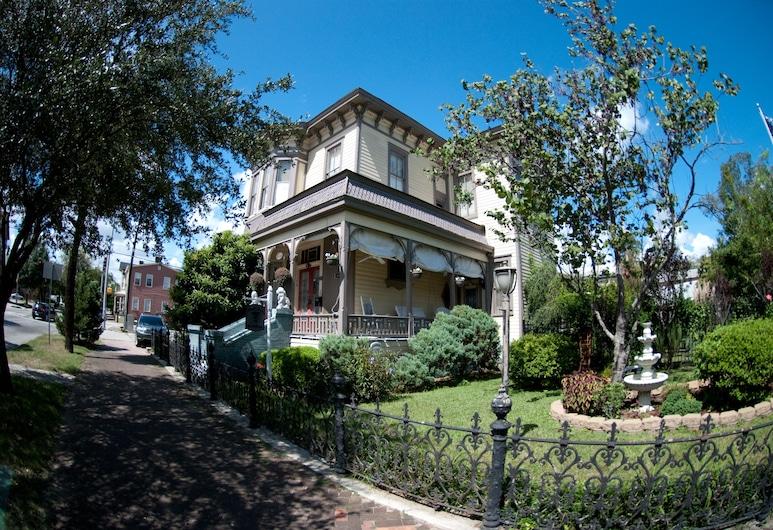 Roussell's Garden Bed & Breakfast, Savannah, Hotel Front