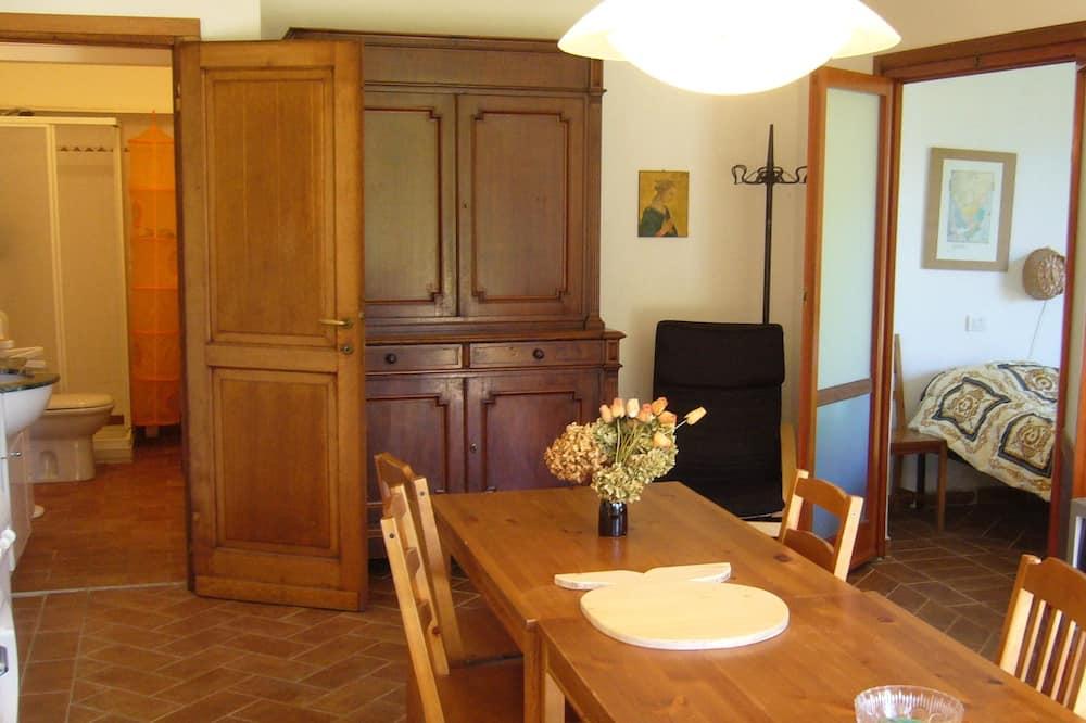 Apartman, 2 spavaće sobe, pogled na planinu - Obroci u sobi