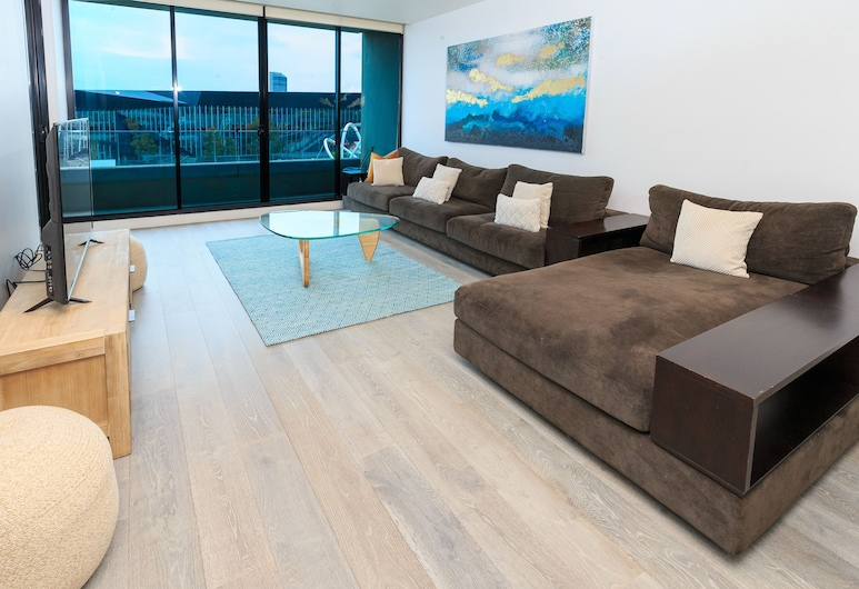 Waterfront Melbourne Apartments, Docklands, Three Bedroom Executive Apartment River View, Living Area