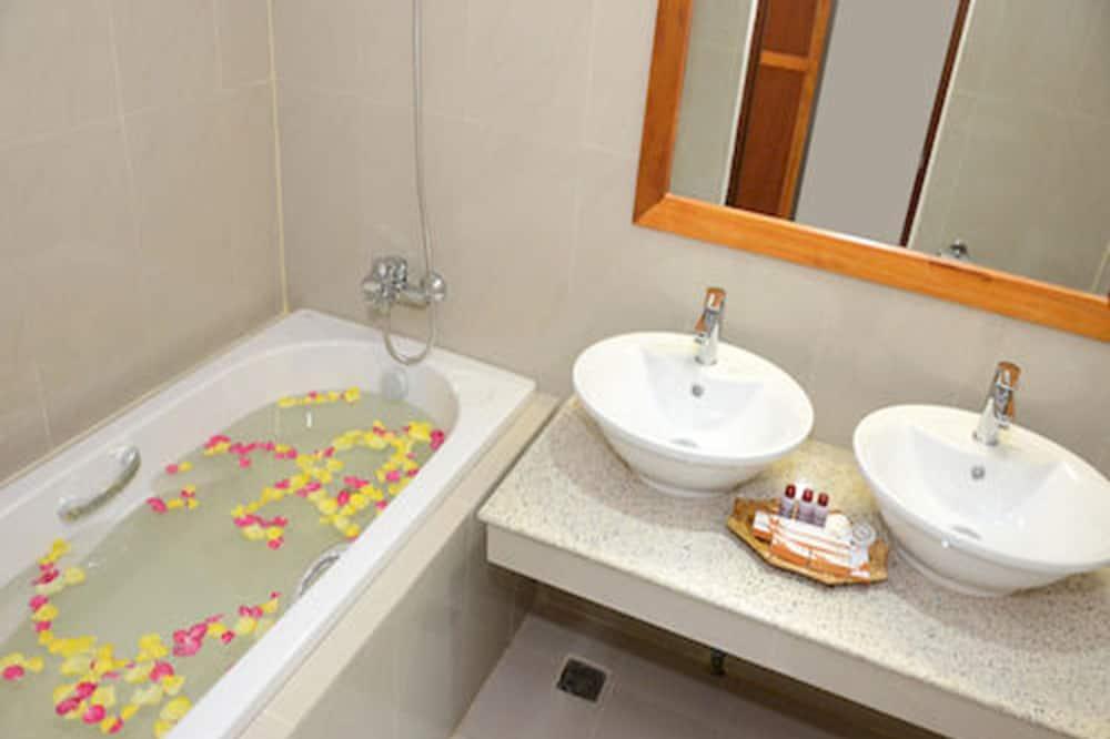 Executive Deluxe - Bathroom