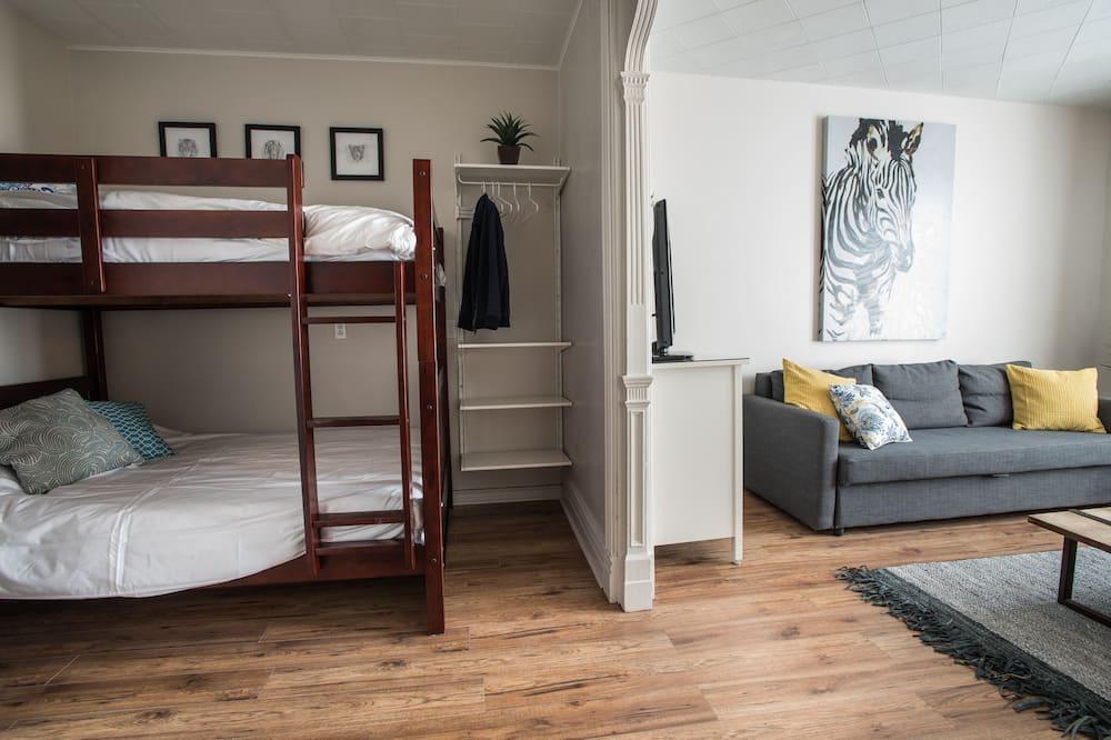 MTL ZOO, 2 Bedrooms, 2 Bathrooms and Double Living Area - Dzīvojamā istaba