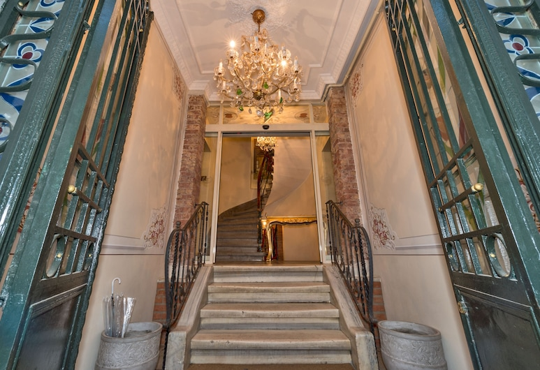 By Murat Crown Hotel, Istanbul, Hotel Entrance