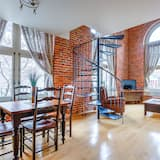 Apartment 1 bedroom with Murphy bed, view St-Jean Street (203) - In-Room Dining