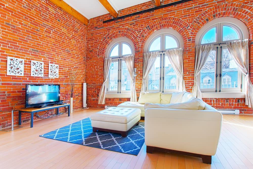Loft (302) - Living Room