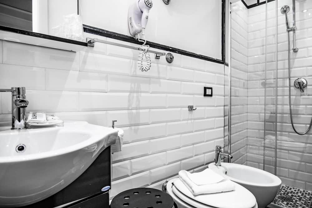 Pokój dwuosobowy z 1 lub 2 łóżkami typu Classic - Łazienka
