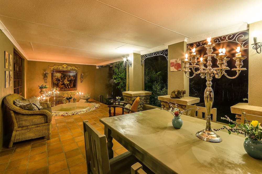 Family Suite, 2 Bedrooms, Jetted Tub, Garden View - In-Room Dining