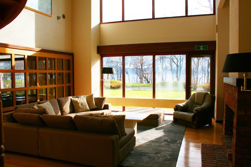 شاليه فاخر - عدة غرف نوم - غرفة معيشة