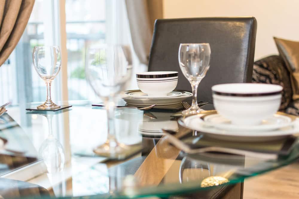 Apartment, 2 Bedrooms (14/6 Albion Garden) - In-Room Dining