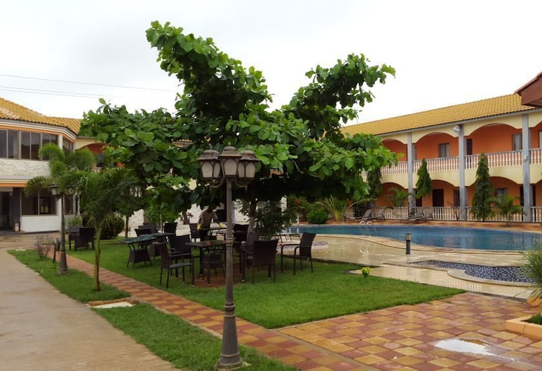 Don Gal Hotel, Viana, Property Grounds