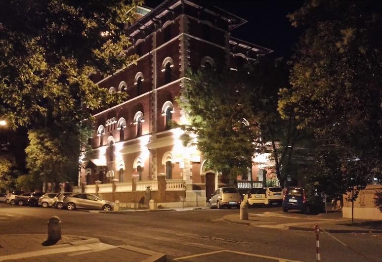 法爾內塞設計套房酒店, 羅馬, 酒店入口 - 夜景