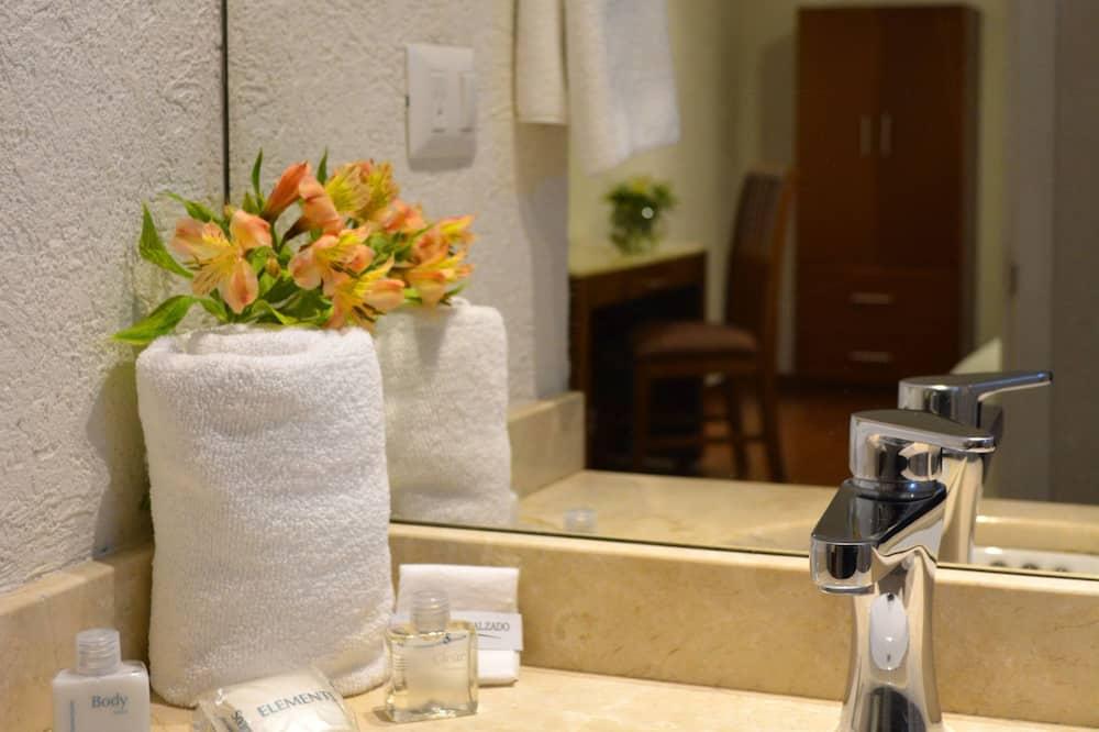 Phòng đôi Executive, 2 giường đôi - Phòng tắm