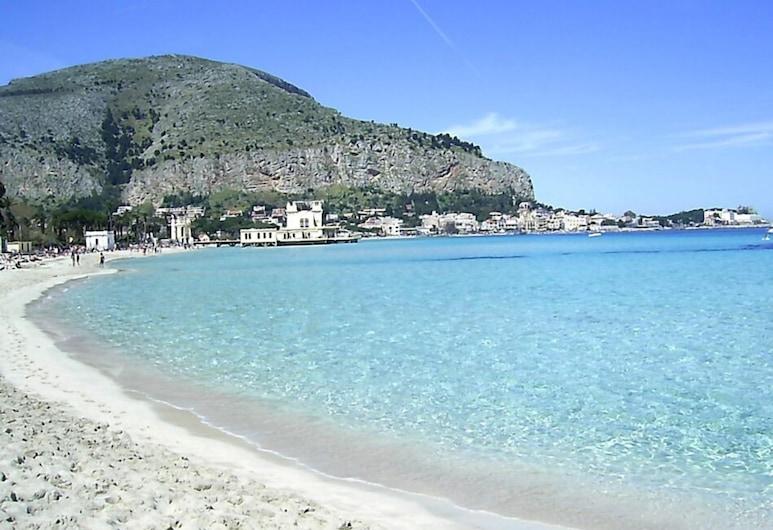 Al Decoro, Palermo, Spiaggia