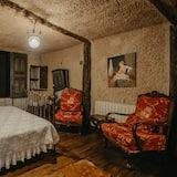 Splendid Cave Suite - Living Area