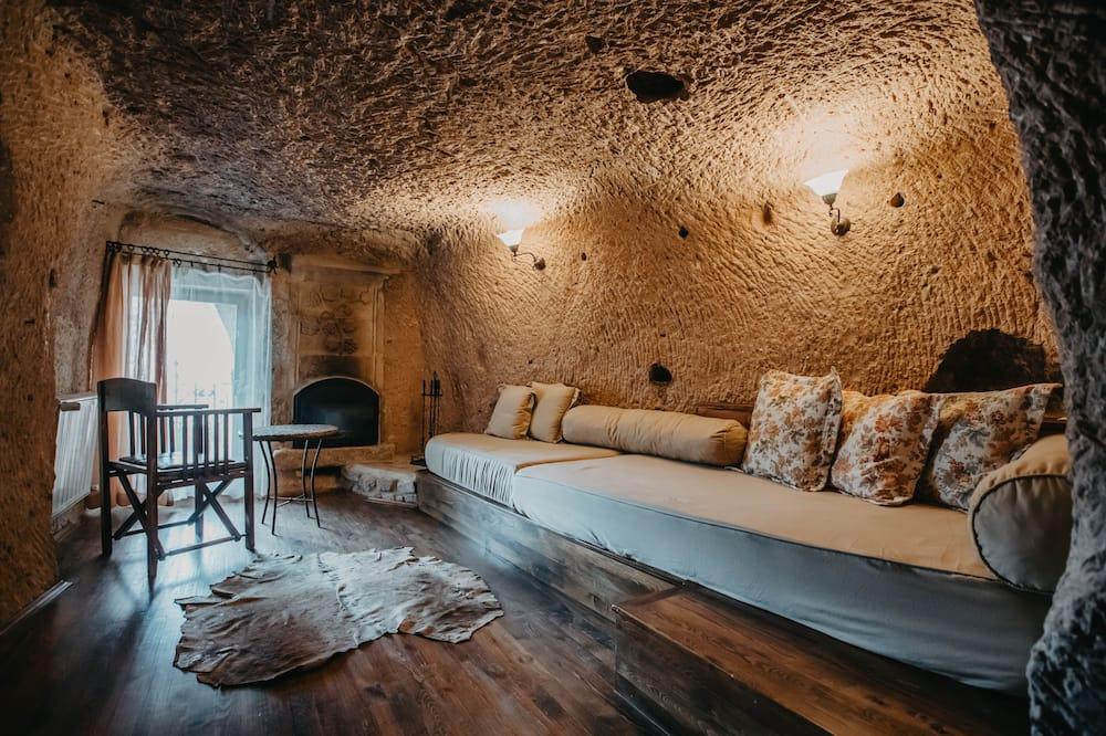 Junior Cave Suite - Living Area