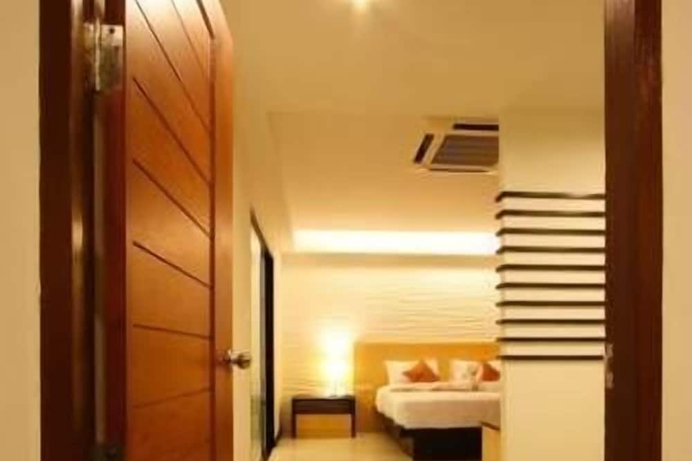 Executive Suite - Guest Room