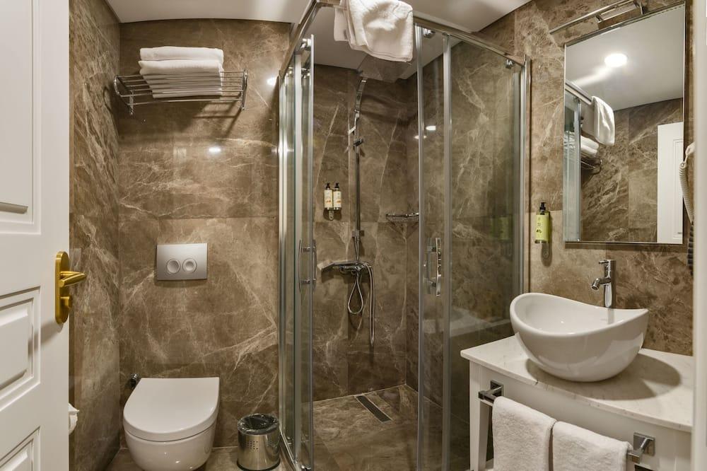 Deluxe Double Room Single Use - Bathroom